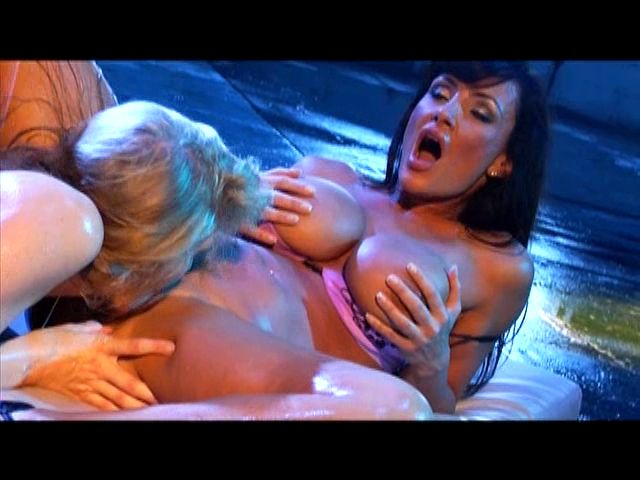 PLAY: Seductive chicks Julia Ann and Lisa Ann enjoy a wild muff diving session in a shower